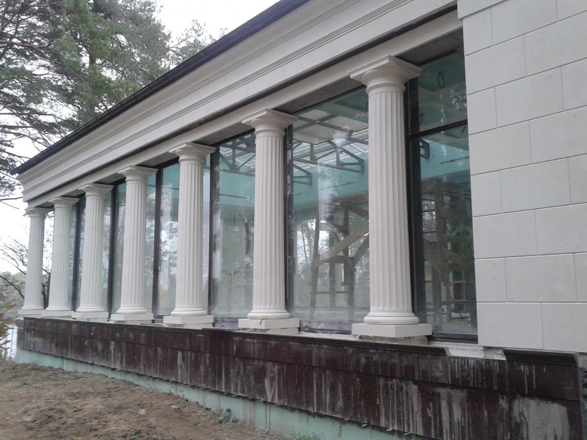 Трещины в декоративной штукатурке фасада